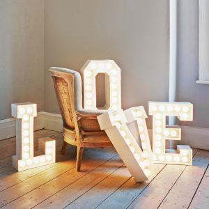 Love raidės